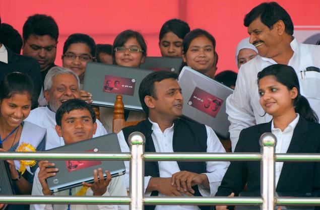 Akhilesh Yadav with HP laptop