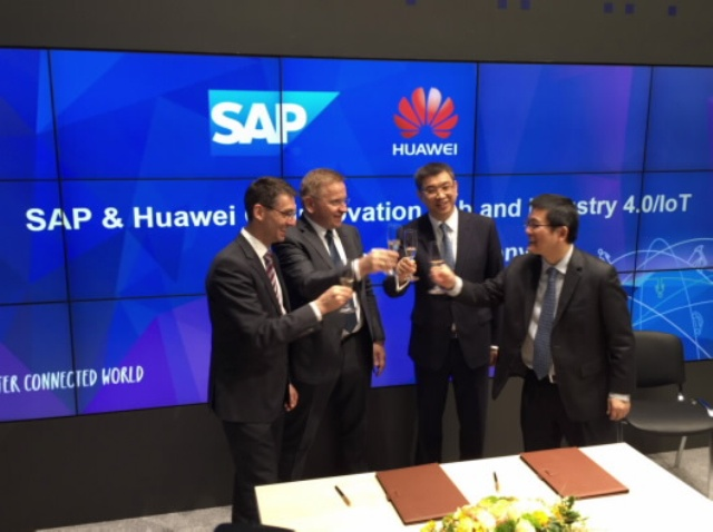 William Xu, Chief Strategy and Marketing Officer (Middle Right) and Mr. Bernd Leukert, member of the Executive Board, SAP SE, Products & Innovation