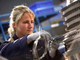 Rolls-Royce engineers