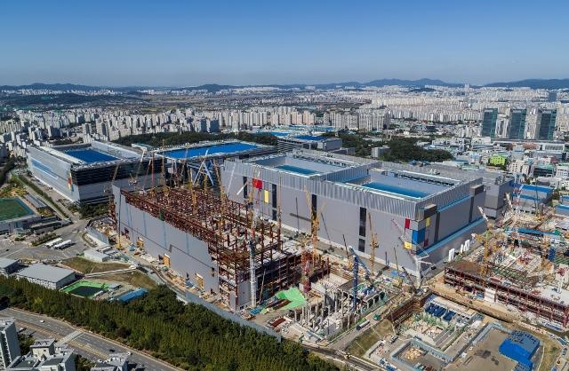 Samsung EUV fab under construction in Hwaseong, South Korea